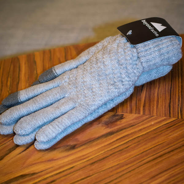 Comfortable touch gloves